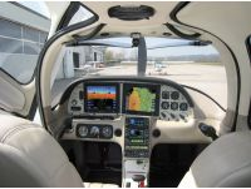 Selbersteuern mit dem Flugzeug für eine Person 40 Min. ab Flugplatz Bad Vöslau