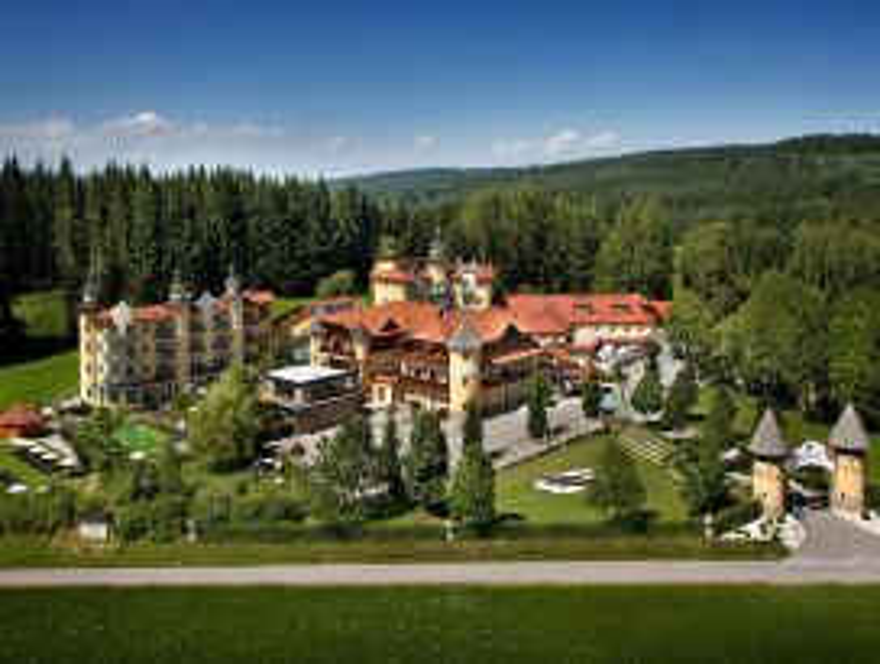 Rundflug mit dem Hubschrauber zum Hotel Guglwald  für max. 4 Personen ab Flugplatz Wels