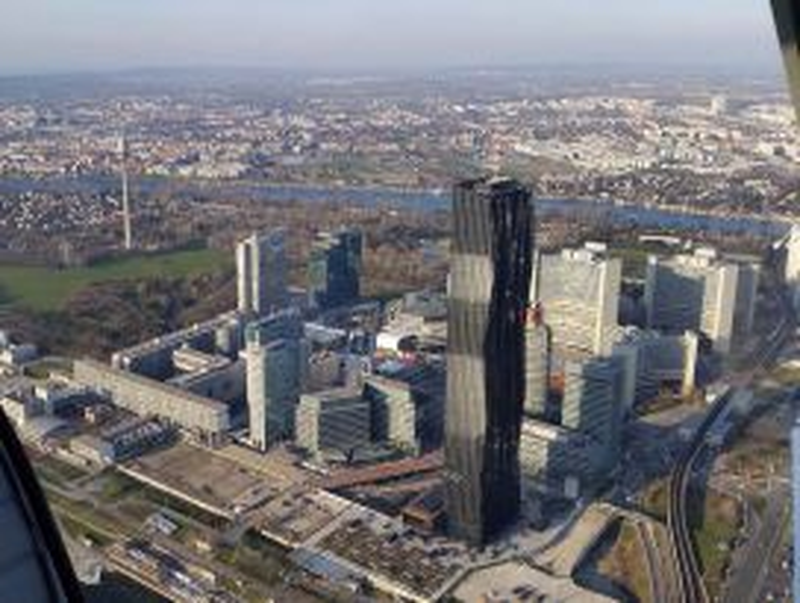 Rundflug mit dem Hubschrauber über Wien 40 Min für 2 Personen exklusiv